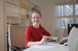 """""""Manfaat yang Dirasakan Mahasiswa Kuliah Sambil Kerja. Mulai dari Keuangan Sampai Mental Kuat"""""""