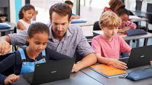 """""""Memahami peran teknologi dalam mendukung sistem pendidikan Indonesia"""""""