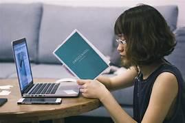 """""""Viral Mahasiswa Kuliah Online Sambil Jadi Ojol, Ini Kisah di Baliknya"""""""