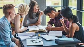 """""""Hubungan Organisasi Kampus Dengan Mahasiswa Dalam Menghadapi Dunia Kerja"""""""