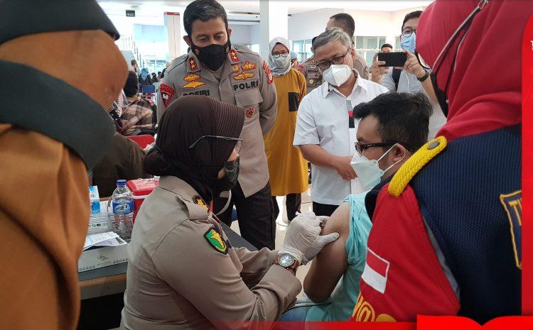 Sebanyak 26.000 Mahasiswa Di Jawa di Vaksin Serentak