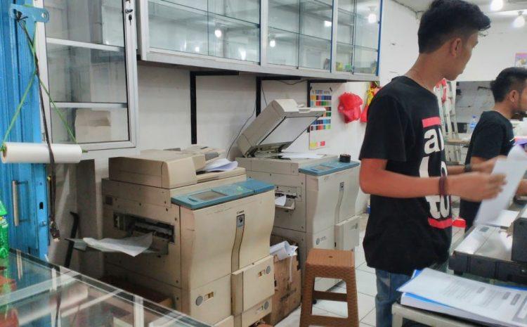 Dear Mahasiswa: Alasan Kenapa Petugas Fotocopy Sering Terlihat Jutek